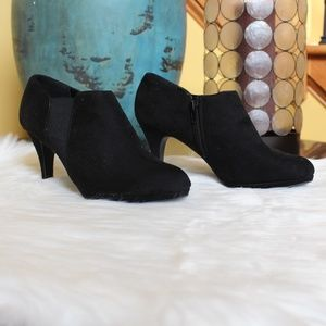 Impo Stretch, black suede heeled ankle booties